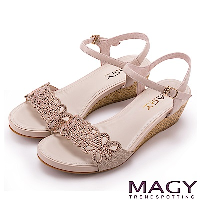 MAGY 異國渡假風 簍空花瓣燙鑽編織楔型涼鞋-粉紅