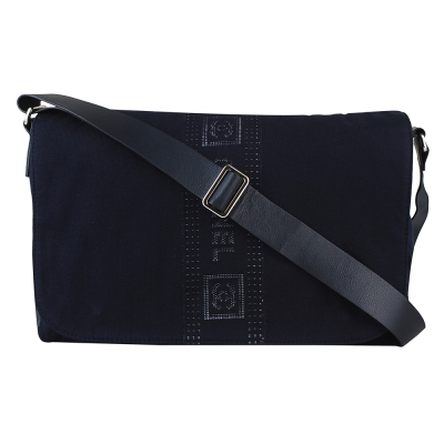 CHANEL 經典字母 雙C LOGO帆布磁扣斜背包(深藍)-展示品