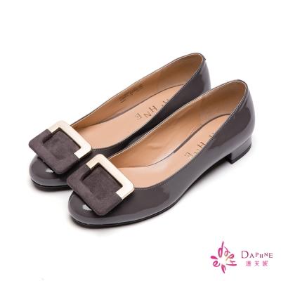 達芙妮DAPHNE-優雅女伶拼接方釦粗跟鞋-亮彩灰