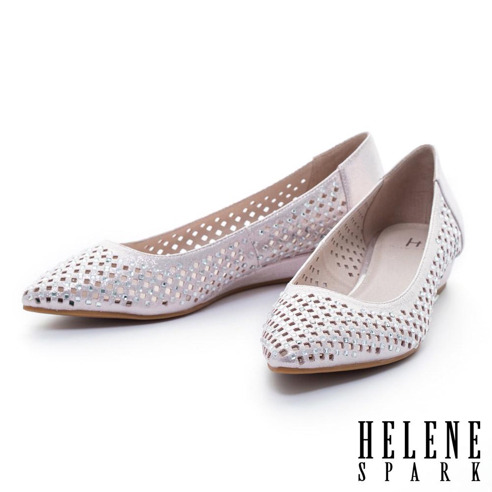 HELENE SPARK 金屬光澤晶鑽打洞尖頭楔型低跟鞋-粉