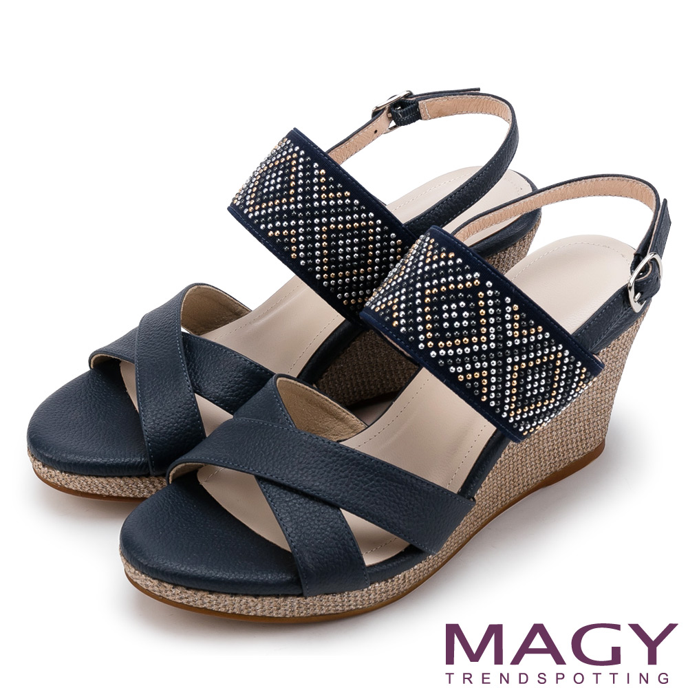 MAGY 異國時尚風情 圖騰點綴羊皮交叉楔型高跟涼鞋-藍色