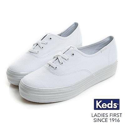 Keds TRIPLE 時尚光澤厚底帆布鞋-白