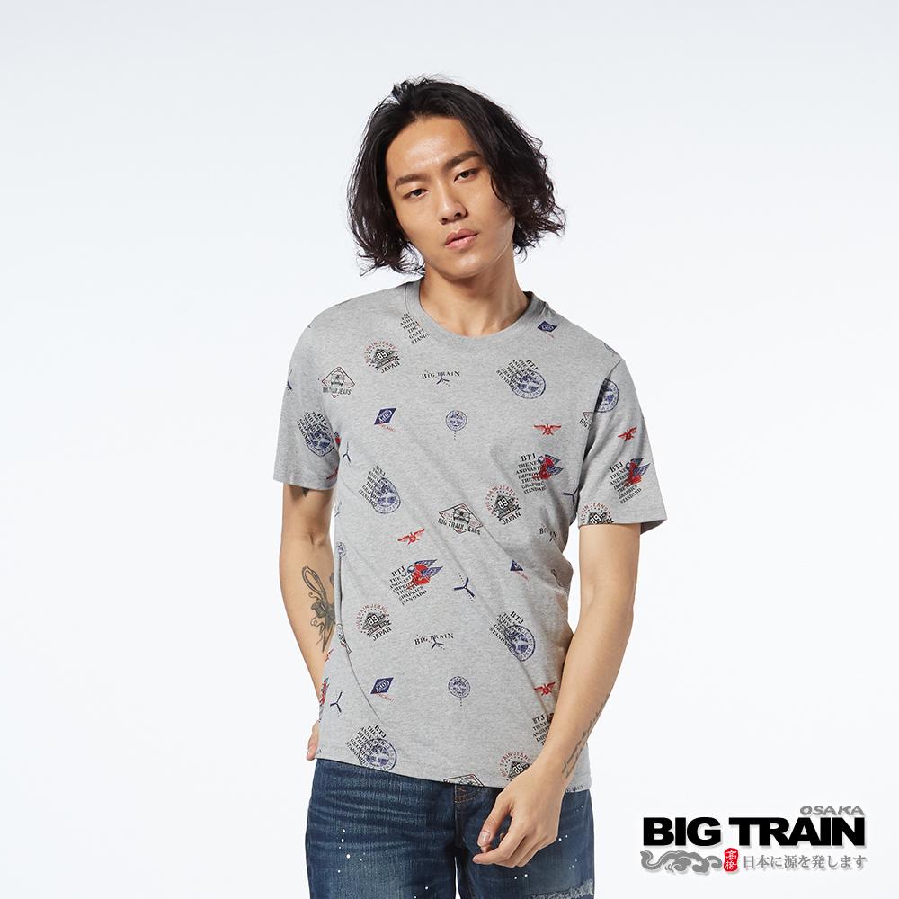 BIG TRAIN 郵戳滿版印花短袖圓領-男-麻灰