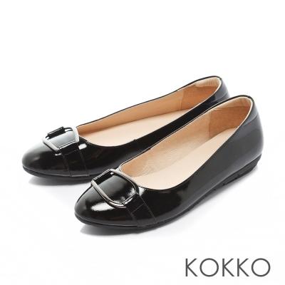 KOKKO-復古圓環扣皮帶真皮彈力休閒平底鞋-漆皮黑