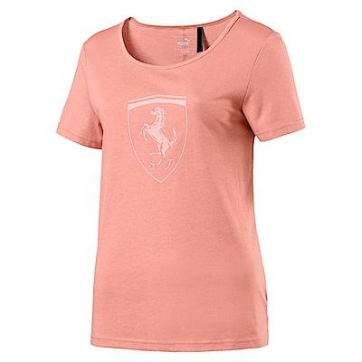 PUMA-女性法拉利經典系列大盾牌寬版短袖T恤-蜜桃白-歐規