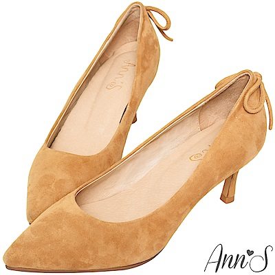 Ann'S輕熟感-柔軟羊麂皮典雅蝴蝶結尖頭低跟鞋-駝