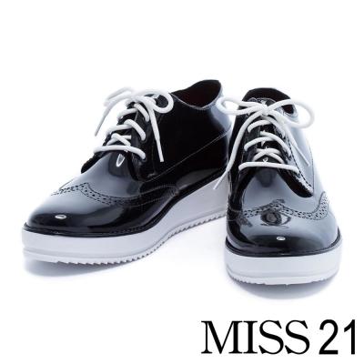 雨鞋 MISS 21 時尚牛津風雕花造型厚底雨鞋-白