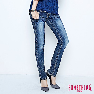 SOMETHING 窄直筒 NEO FIT低腰牛仔褲-女-拔淺藍