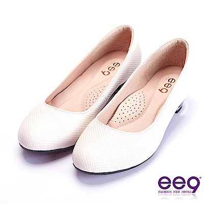ee 9  芯滿益足通勤私藏簡約百搭素面跟鞋 白色