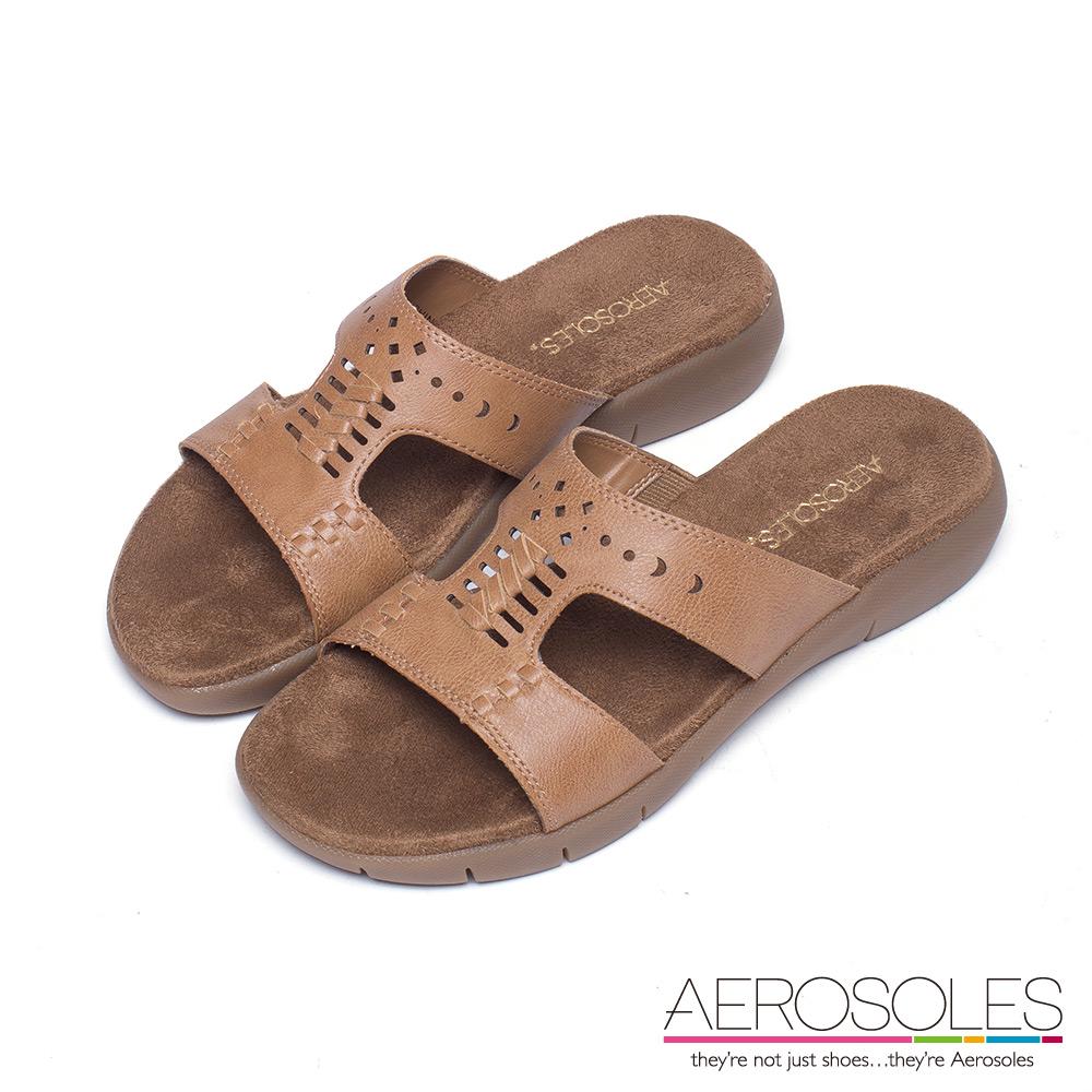 AEROSOLES 幾何雕花寬版麂皮厚底涼鞋~率性棕色