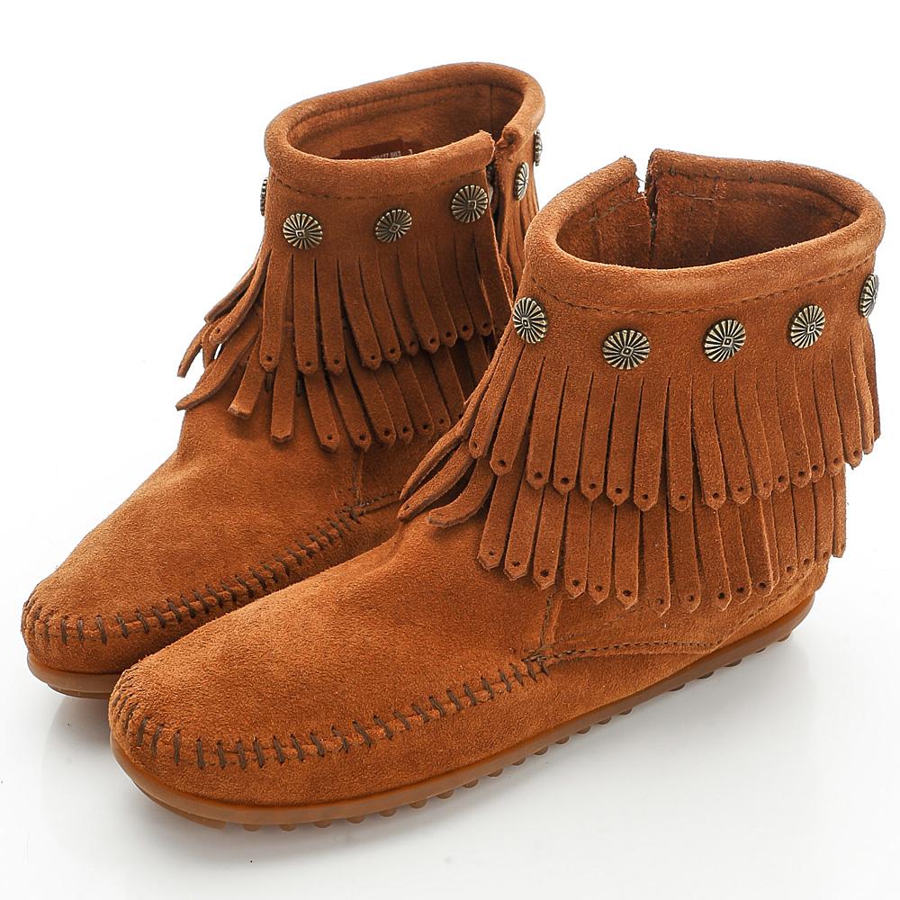 MINNETONKA 棕色純手工鉚釘二層流蘇短靴 (展示品)