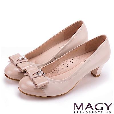 MAGY 甜美舒適款 特殊飾釦水鑽羊皮中跟鞋-粉紅