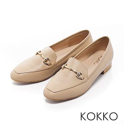 KOKKO -雅緻金屬扣環方頭休閒平底鞋-暖杏膚