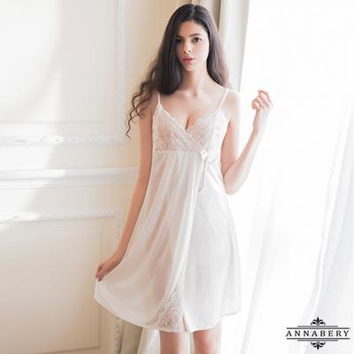 大尺碼Annabery純白緹花蕾絲側開襟柔緞睡衣 白色 L-2L Annabery