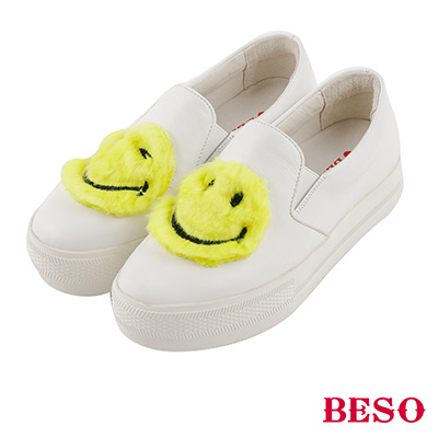 BESO  童趣玩心 可愛絨毛暖心不對稱笑臉休閒鞋~白