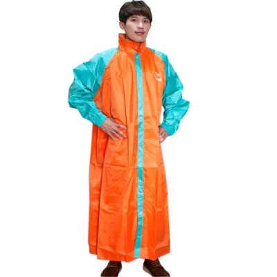 JUMP 前開配色反光休閒風雨衣-橘綠+通用型雨鞋套