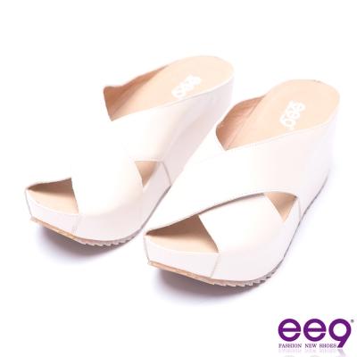 ee9 率性風采交叉鏤空露趾楔形拖鞋-米色