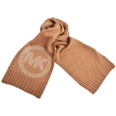 MICHAEL KORS 圓金屬鉚釘MK LOGO素面針織長圍巾-卡其