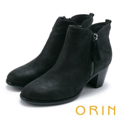 ORIN 簡約時髦 雙色感素面粗跟短靴-黑色