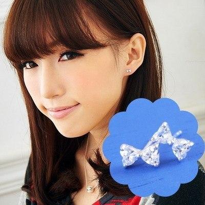 維克維娜 輕甜女孩。水鑽小蝴蝶結必備款造型 925純銀耳環