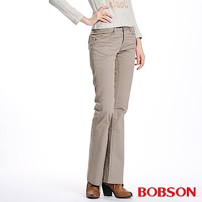 BOBSON 女款後袋刺繡小喇叭褲