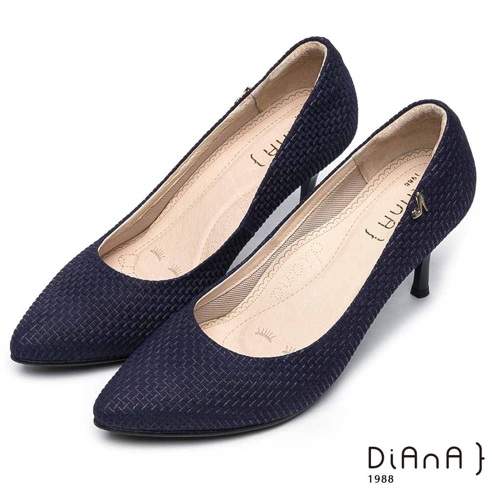 DIANA 漫步雲端焦糖美人款--尖頭金屬LOGO壓紋真皮跟鞋-藍
