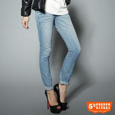 5th-STREET-時尚進化-美式窄直筒牛仔褲-女款-漂淺藍