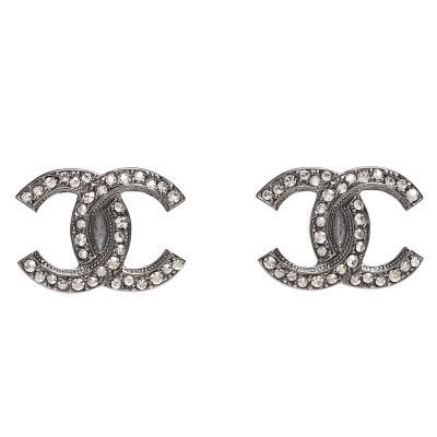 CHANEL 經典雙C LOGO水鑽鑲嵌穿式耳環(黑銀)