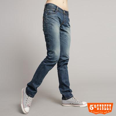 【5th STREET】搶眼百搭 限量圖騰直筒牛仔褲-女款(拔洗藍)