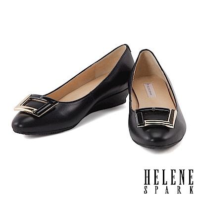 楔型鞋 HELENE SPARK 典雅紋理拼接金屬方釦羊皮低跟楔型鞋-黑