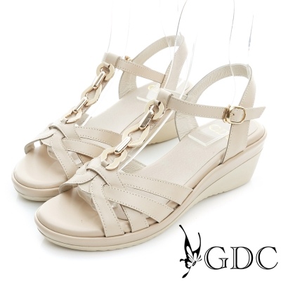 GDC-閃耀金屬飾扣編織真皮楔型厚底涼鞋-卡其色