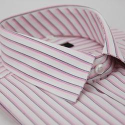 金‧安德森 白底粉色線條長袖襯衫