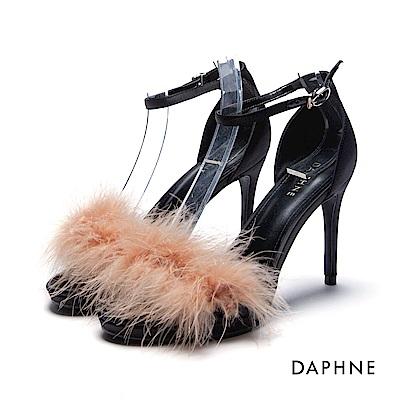 達芙妮DAPHNE 涼鞋-蓬鬆毛海緞面一字高跟涼鞋-杏