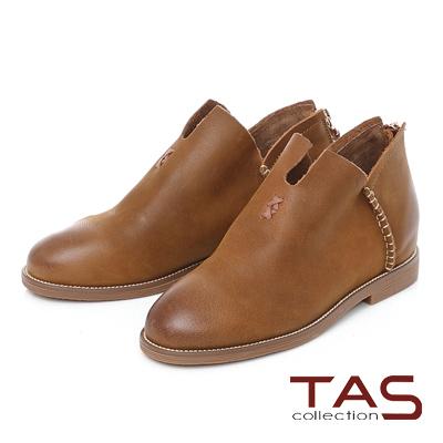 TAS 擦色麂皮縫線V口內增高短靴-個性棕