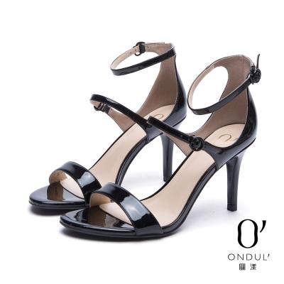 達芙妮x高圓圓 圓漾系列 涼鞋-流線細版扣帶漆皮一字高跟涼鞋-黑