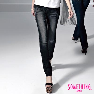 SOMETHING-純真氛圍-NEO超合身窄直筒牛仔褲-女款-暗灰