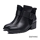 達芙妮DAPHNE 短靴-寬版皮帶釦短絨拼接粗跟踝靴-黑