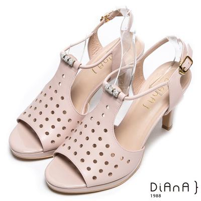 DIANA 華麗星光--透氣洞洞孔時髦水鑽羅馬涼跟鞋-裸