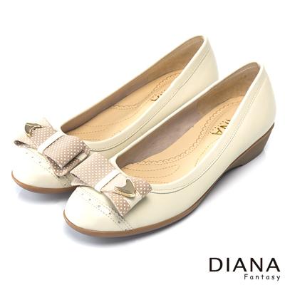 DIANA-日雜風味-雕花沖孔小圓點蝴蝶真皮低跟鞋-米