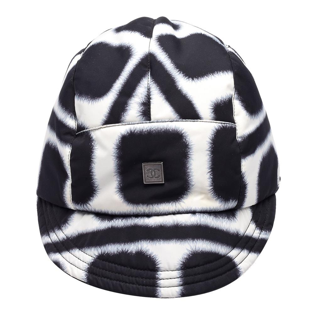 CHANEL SPORT系列質感尼龍方型絨毛圖案雙面鴨舌帽(黑X白)