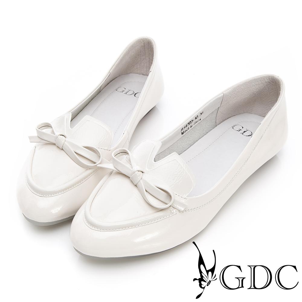 GDC-真漆皮v剪裁蝴蝶結尖頭平底包鞋-米色