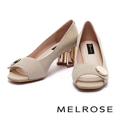 高跟鞋 MELROSE 極簡金屬圓飾設計麂皮魚口高跟鞋-米