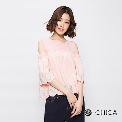 CHICA 浪漫花藝刺繡挖肩設計上衣(2色)