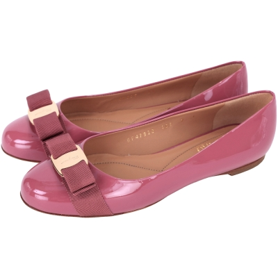 Salvatore Ferragamo VARINA 漆皮娃娃鞋(深粉色)