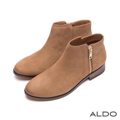 ALDO-原色真皮前高後低剪裁木紋粗跟短靴-自然棕