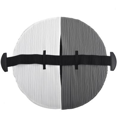 ISSEY MIYAKE 三宅一生 PP系列 FLAT撞色圓形皺褶手提包(黑白x黑)