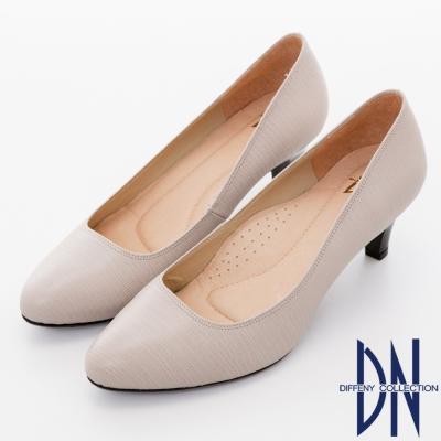 DN 氣質優雅 全真皮素面壓紋尖頭跟鞋-灰