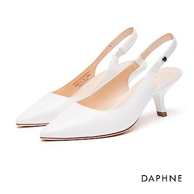 達芙妮DAPHNE 跟鞋-繫帶圓釦縷空尖頭貓跟鞋-白