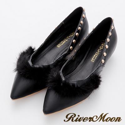 River-Moon跟鞋-歐美奢華-滾毛側V鉚釘美型尖頭低跟鞋-黑系