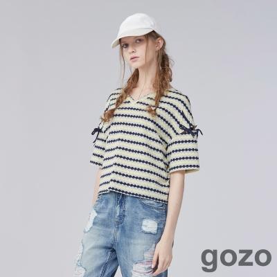 gozo 波浪緹織拼袖綁帶上衣(二色)-動態show